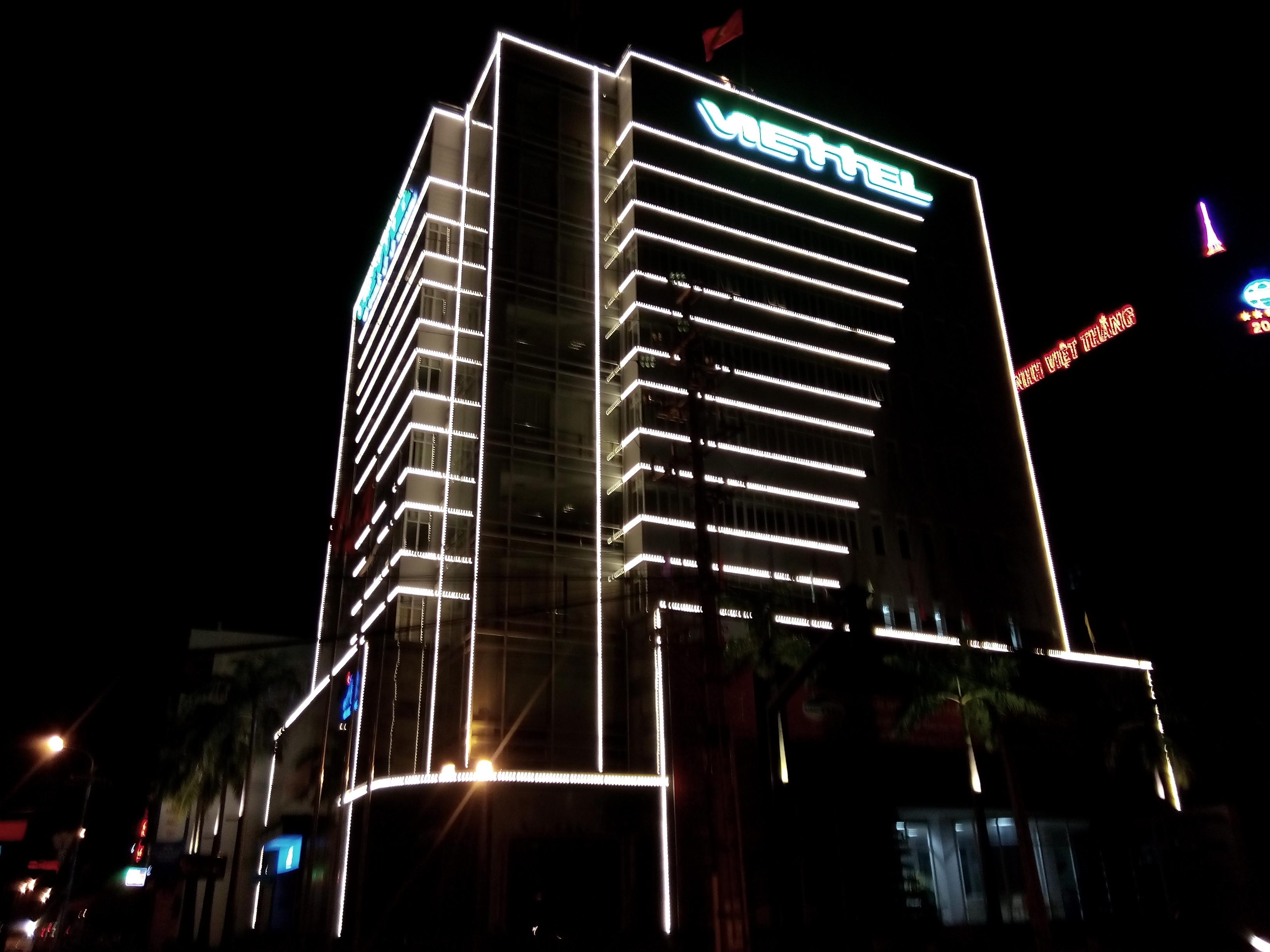 Dịch vụ thiết kế, thi công đèn LED trang trí tòa nhà
